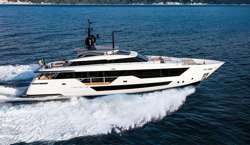 ferretti_CUSTOM-LINE-106_damonte_yachts