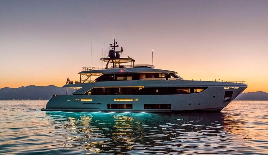 ferretti_CUSTOM-LINE-33_damonte_yachts