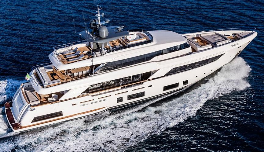 ferretti_CUSTOM-LINE-navetta_37_damonte_yachts