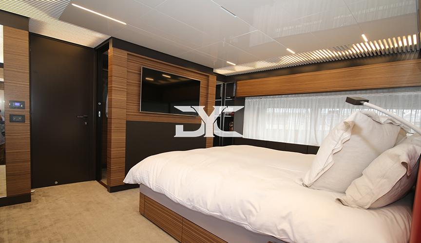 ferretti-920-damonte-yachts