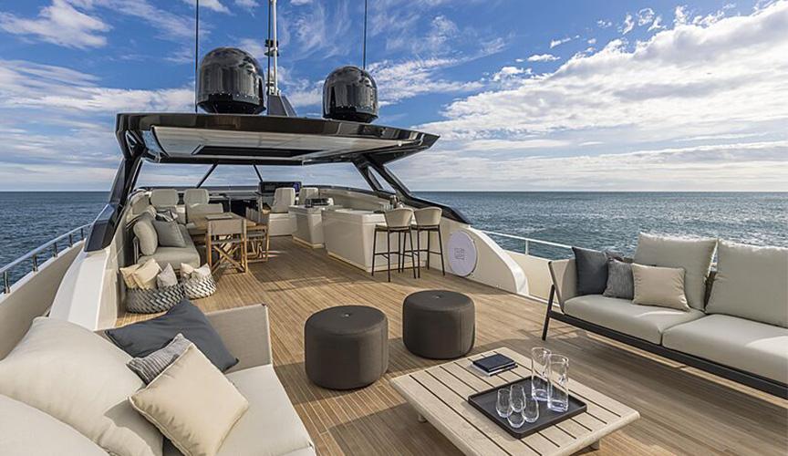 ferretti-1000-fly1-damonte-yachts