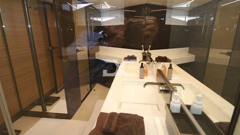 F920-05-bathroom2-mah-jong-damonte-yachts copie