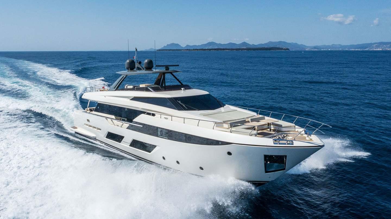 ferretti-920-damonte-yachts4