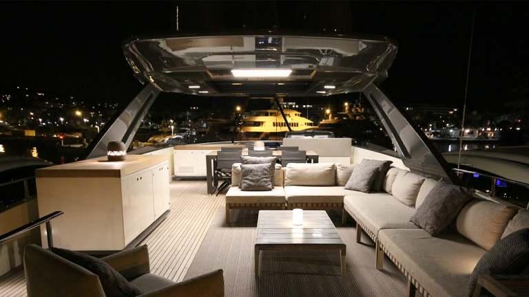 ferretti-920-damonte-yachts-fly1