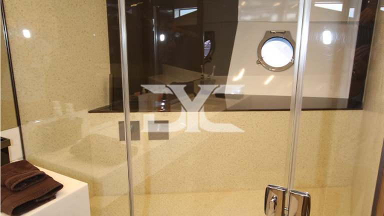 F920-05-bathroom3-mah-jong-damonte-yachts copie