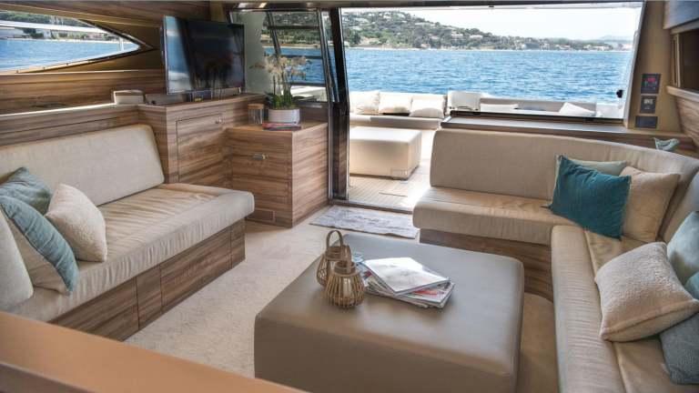 ferretti-620-panthours-damonte-yachts9