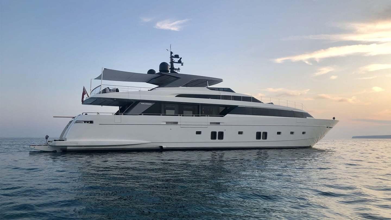 view2-sanlorenzo-118_andinoria_damonte_yachts