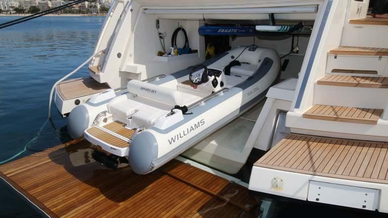 ferretti-920-garage4bis-damonte-yachts