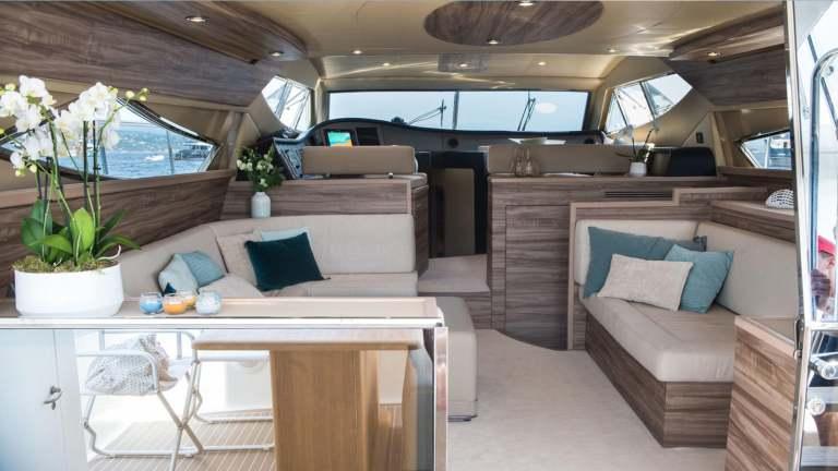 ferretti-620-panthours-damonte-yachts8
