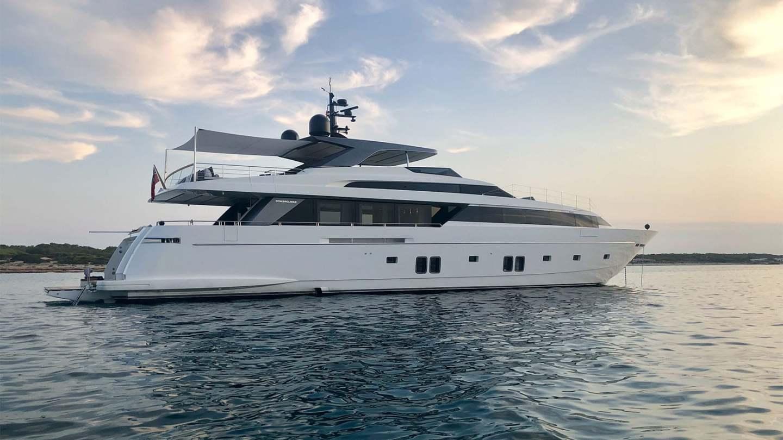 view4_sanlorenzo_118_andinoria_damonte_yachts