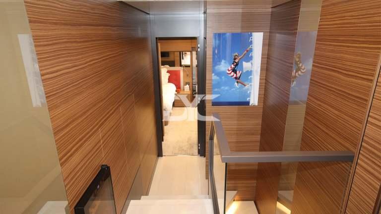 F920-05-upper-corridor-mah-jong-damonte-yachts copie