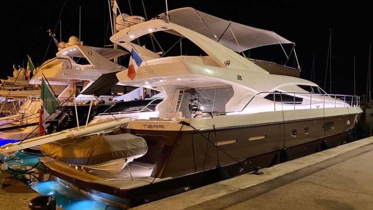 ferretti-620-panthours-damonte-yachts6