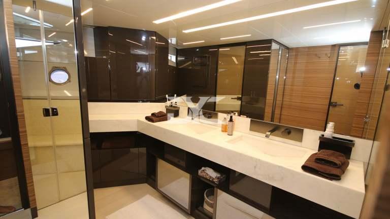 F920-05-bathroom-mah-jong-damonte-yachts copie