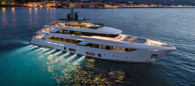 ferretti_CUSTOM-LINE-navetta_42_damonte_yachts